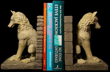 Top 10 gifts ideas for any game of thrones fan - Dire wolf bookends ...